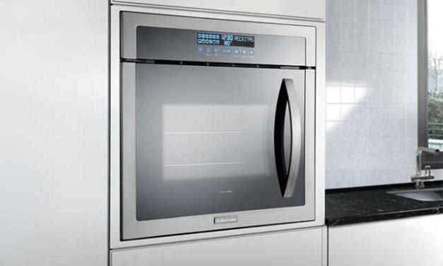 Manual de instruções do forno elétrico Electrolux 80L de embutir OE9ST