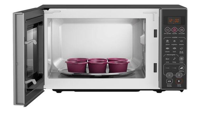 Micro-ondas Brastemp 20 Litros com 6 formas de cupcake-BMW20-aberta