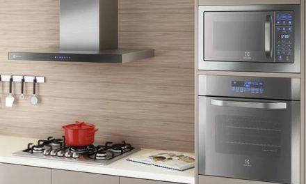 Manual de instruções do forno elétrico Electrolux 80L de embutir OE8TX